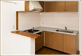 キッチンをダイノックシート張替えることでリニューアル